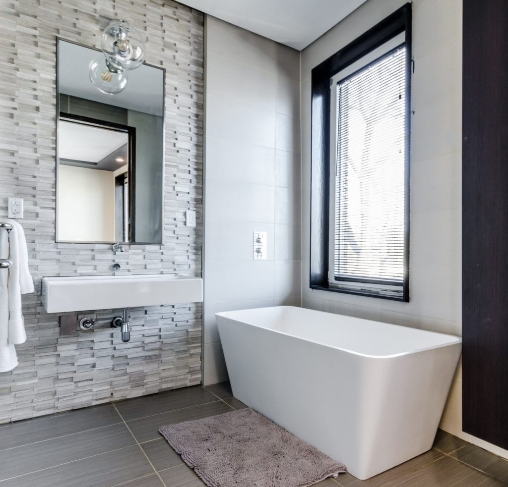Modern-bathroom-with-window